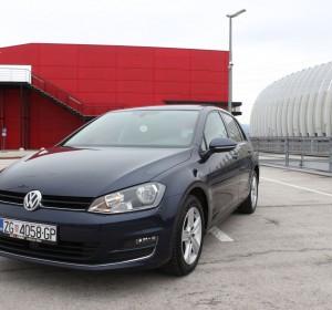 Volkswagen Golf VII 1.6 CR TDI HIGHLINE –PANORAMA – NAVIGACIJA- TEMPOMAT ACC –