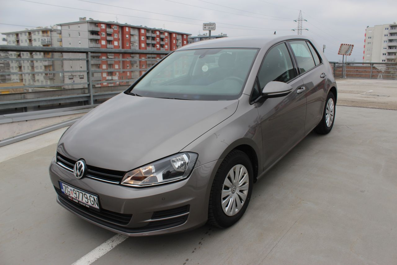 volkswagen golf vii 1 6 bmt navigacija senzori aktivni. Black Bedroom Furniture Sets. Home Design Ideas