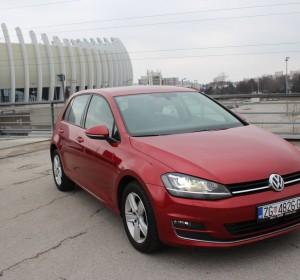Volkswagen Golf VII 1.6 CR- HIGHLINE Carat Edition -XENON – NAVIGACIJA -AKTIVNI TEMPOMAT -ACC- SENZORI –