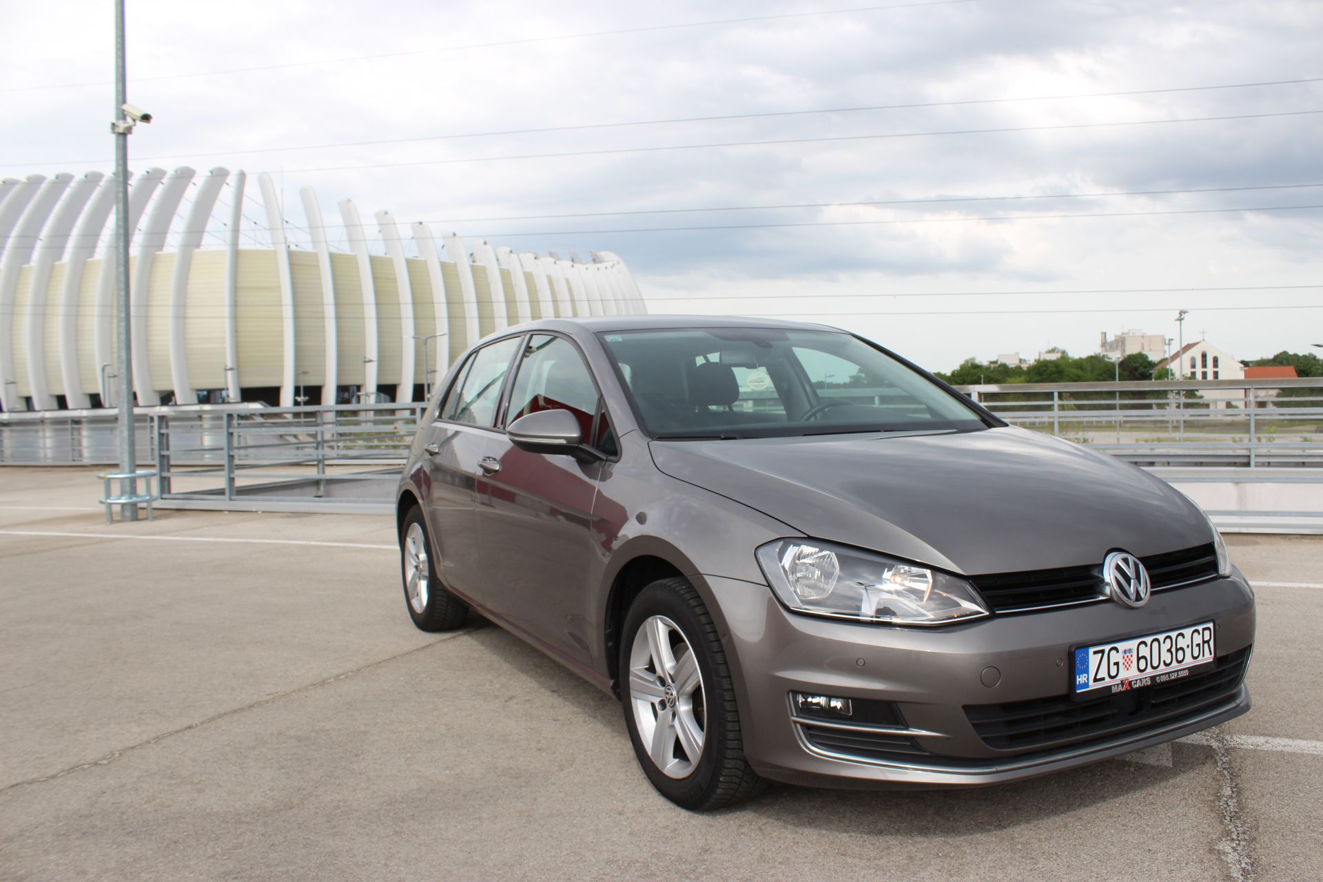 volkswagen golf vii 1 6 cr bmt highline navigacija. Black Bedroom Furniture Sets. Home Design Ideas