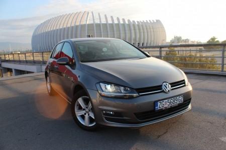 Volkswagen Golf VII 2.0 TDI -HIGHLINE – Xenon -Navigacija – Aktivni tempomat -KEYLESS GO –