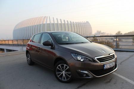 Peugeot 308 1.6 BlueHDI Premium – Bi Xenon – Panorama -Navigacija –