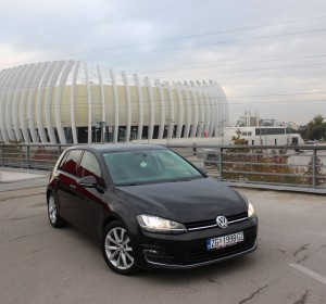 Volkswagen Golf VII 2,0 BMT- 150KS -HIGHLINE – XENON -LED – KEYLESS GO – NAVIGACIJA – KAMERA –