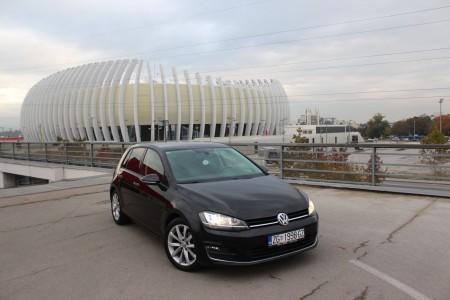 Volkswagen Golf VII 2,0 TDI -HIGHLINE – Xenon – KEYLESS GO – Navigacija – Kamera –