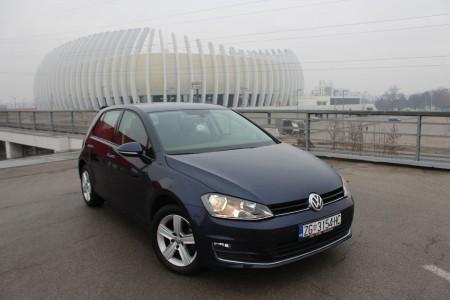 Volkswagen Golf VII 1.6 CR TDI-HIGHLINE –NAVIGACIJA-TEMPOMAT ACC –Senzori 360 °-PARK ASSIST-