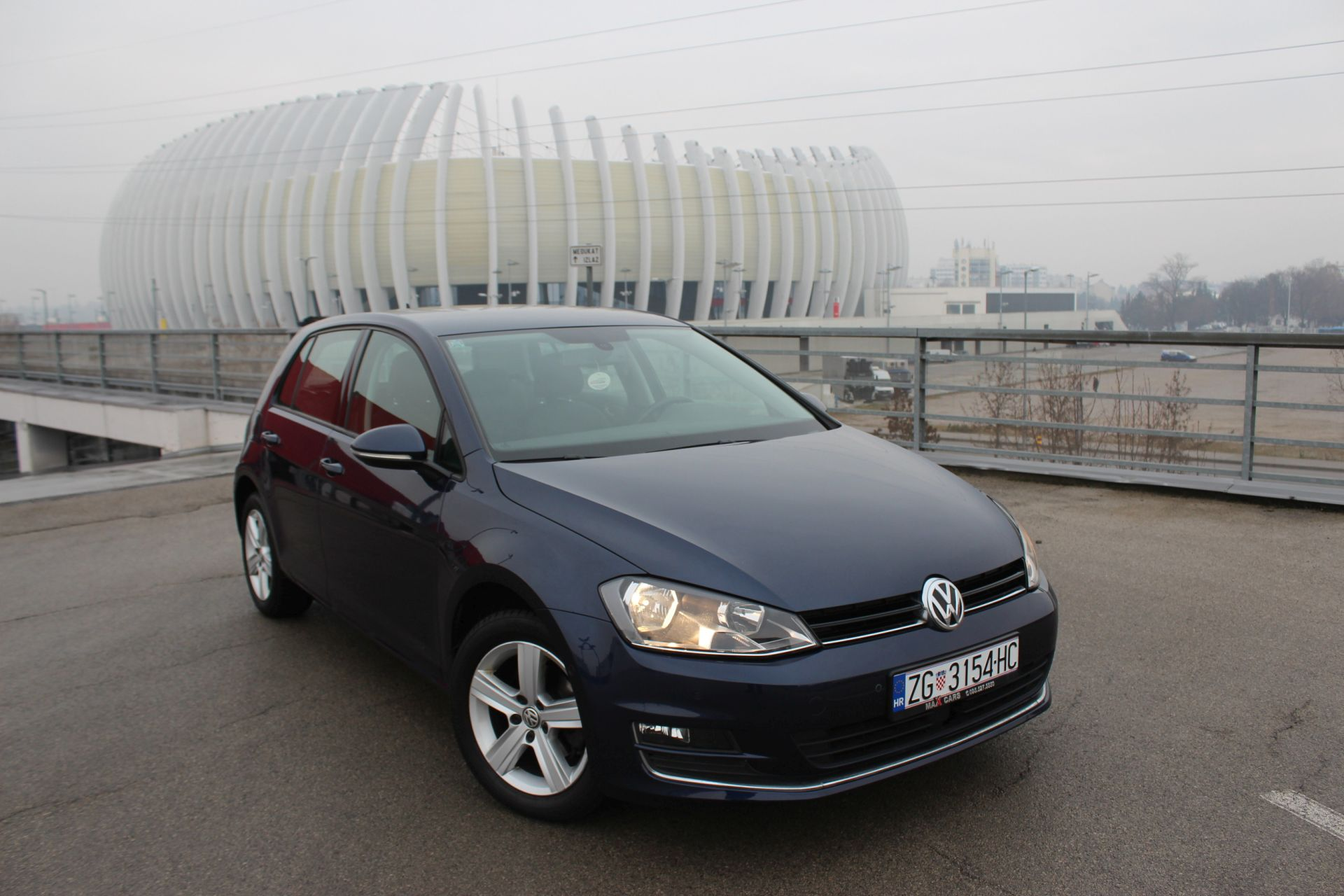 volkswagen golf vii 1 6 cr tdi highline navigacija. Black Bedroom Furniture Sets. Home Design Ideas