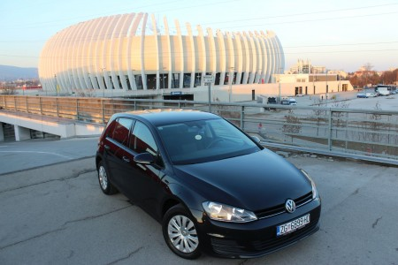 Volkswagen Golf VII 1.6 BMT NAVIGACIJA – SENZORI 360 °– AKTIVNI TEMPOMAT – PARK ASSIST – MF tipke –