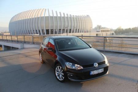 Volkswagen Golf VII 1.6   -CARAT  EDITION – HIGHLINE – LED – MASAŽA SJEDALA -NAVIGACIJA – Aktivni Tempomat ACC  – Park Asisst – Senzori 360° – Grijanje sjedala –