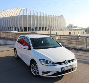 Volkswagen Golf 1.6 TDI (2017) Sound – Novi model – Navigacija – Aktivni tempomat – Parkirni senzori 360 ° – Park Assist – Grijanje sjedala –