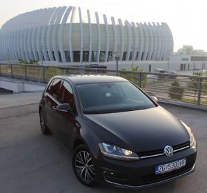 Volkswagen Golf VII 1.6 TDI -Xenon – Navigacija 3d -Senzori – ALL Star –