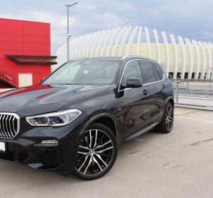 BMW X5 3.0 X-drive – M paket – NOVI MODEL – LASER SVIJETLA – PANORAMA – KOŽA – ZRAČNI OVIJES – 9000 KM – BMW Live cockpit –