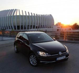 Volkswagen Golf VII 1.6 TDI – Sound – Automatik DSG -Navigacija – Aktivni tempomat – Parkirni senzori 360 ° – Park Assist – Grijanje sjedala –
